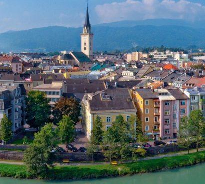 De stad Villach in Oostenrijk
